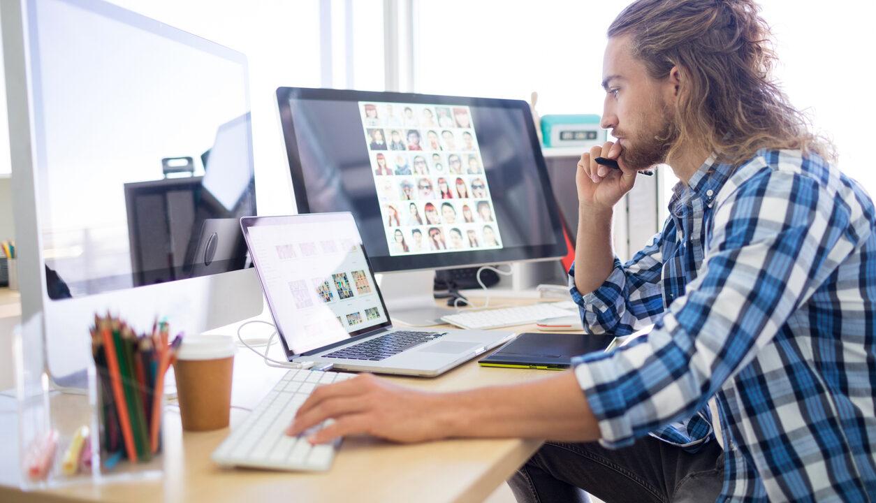 iStock 819949564 1254x720 - アートディレクターとは?やっぱり残業は多いの?